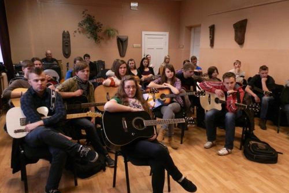 Gitaristu forums Rogovkā – steiguos sasapiņs pasauļs