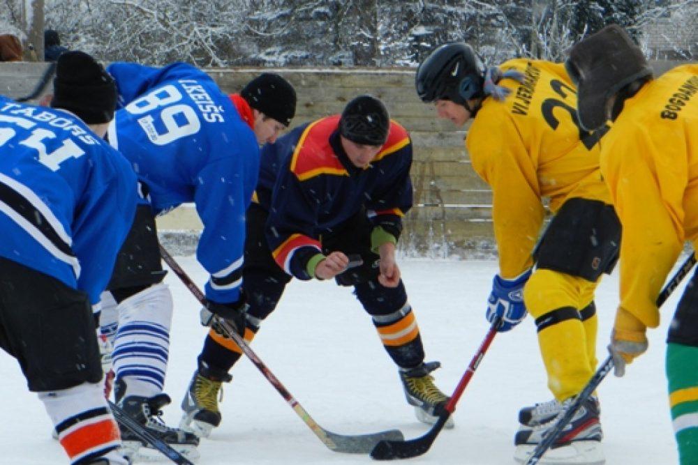 Baļtinovā nūtics hokeja laukuma atkluošonys turnirs