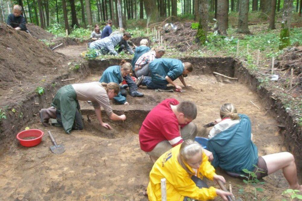 Rušenicys piļskolns i arheologiskuos praksis