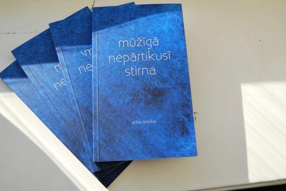 """Izdūts latgalīšu autoris Anitys Mileikys debeja dzejūļu kruojums """"mūžīgā nepārtikusī stirna"""""""