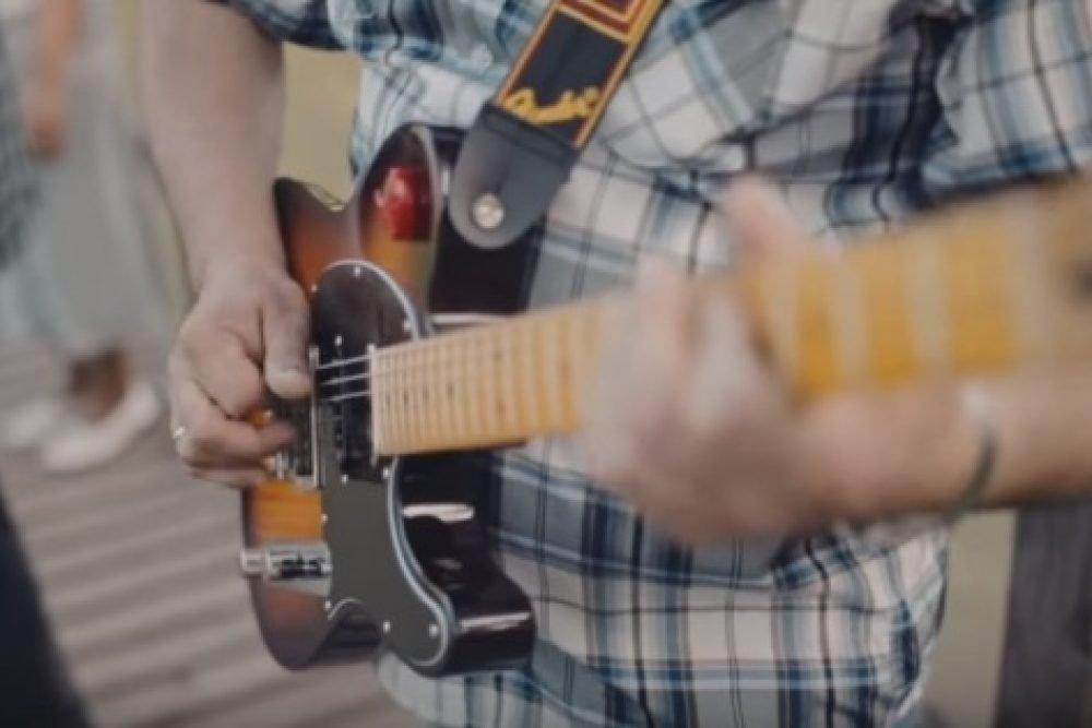 """Kantri-folk grupa """"Sābri"""" pīduovoj video """"Cirvja kāta zupa"""""""