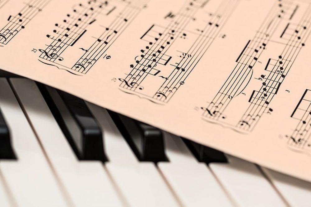 """Tīšsaistis koncertā skanēs Juoņa Ivanova cyklys """"24 skicējumi klavierēm"""""""