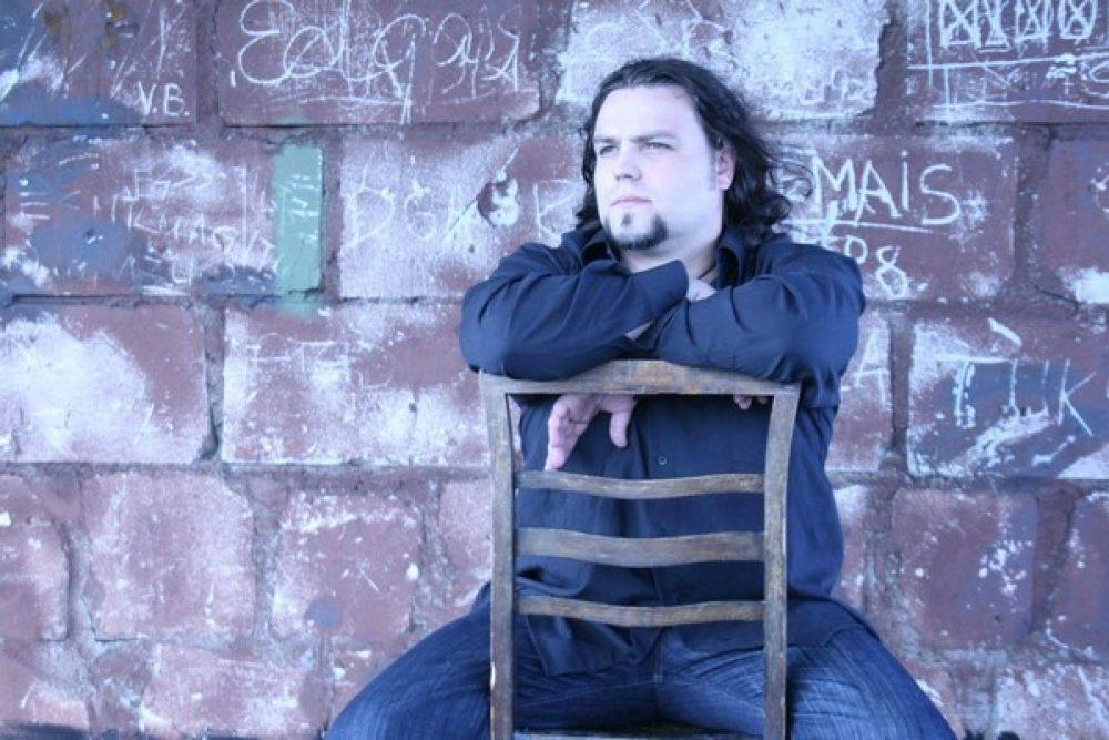 """Pi myusim Latgolā"" saruna ar muziki i akteri Oskaru Lustiku"