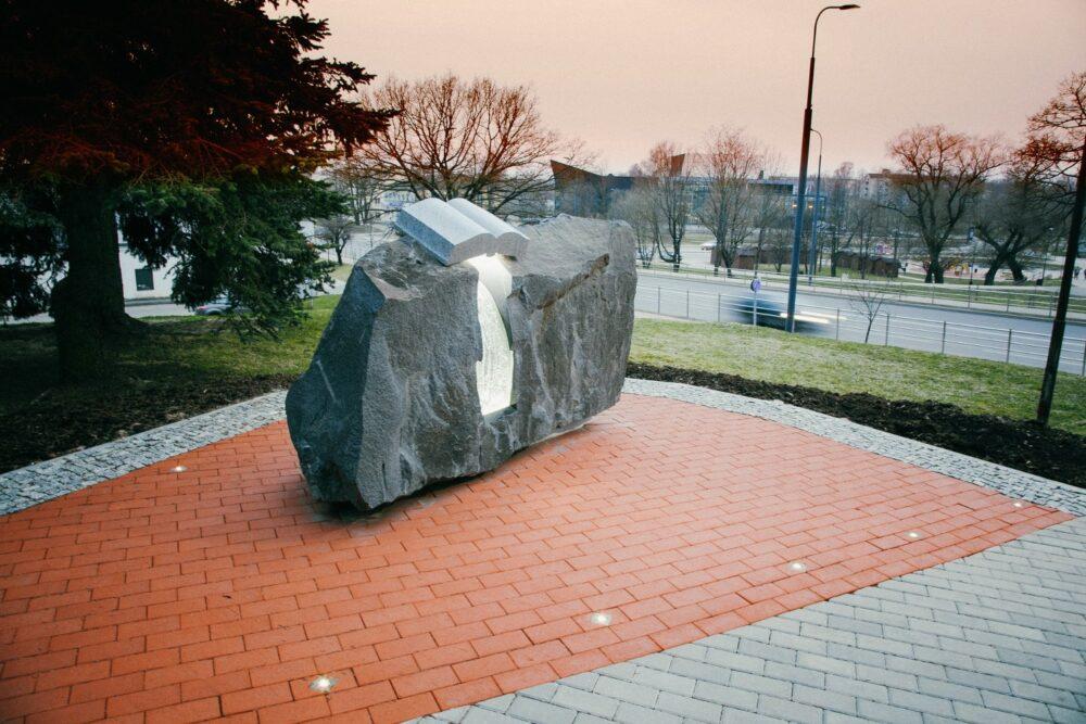Rēzeknē atkluos gruomotizdevieja Vladislava Lōča pīmiņai veļteitū pametnīku