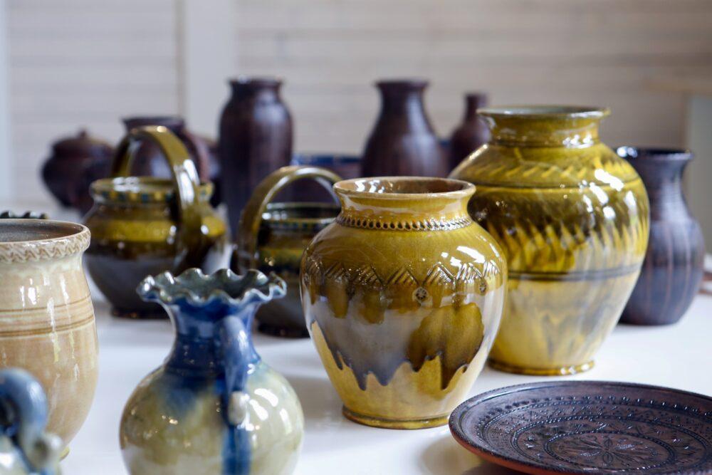 Rēzeknē apsaverama Latgolys keramikys izstuode, aicynoj iz tikšonūs ar meistarim