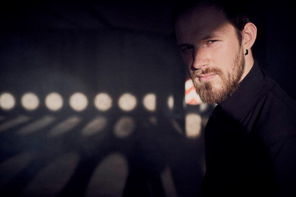 "Muzyka ir sapynu scenarejs! Saruna ar ""The Sound Poets"" basgitaristu Kārli Jostu"