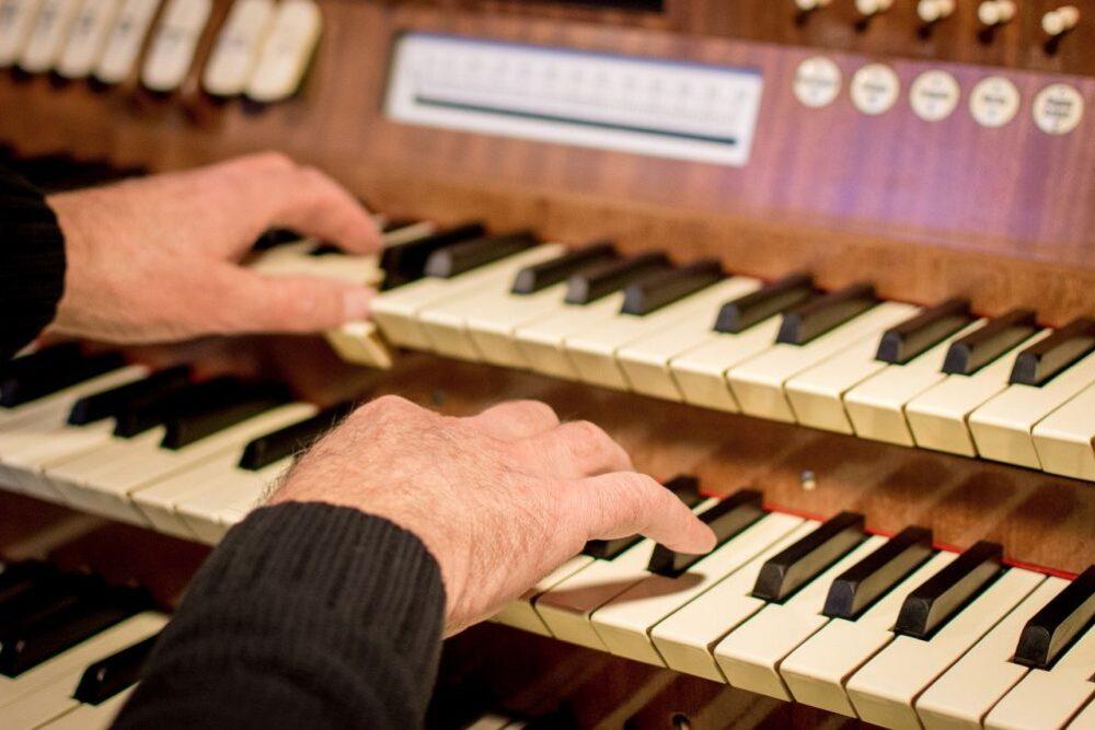 """Koncertu cyklā """"Mūzika Latgales dievnamos"""" – pyušaminstrumenti kūpā ar varganem"""
