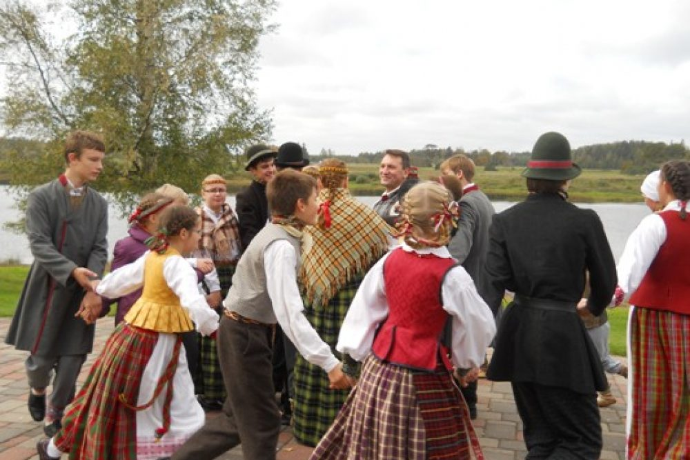 "Atskots iz storptautiskū folklorys festivalu ""Rudynōji '2015"""