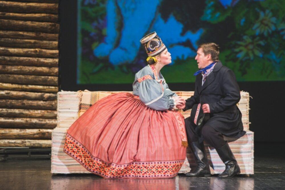 """Daugovpiļs teatrī nūtykuse pyrmizruode """"Eisa pavuiceiba mīliešonā"""""""
